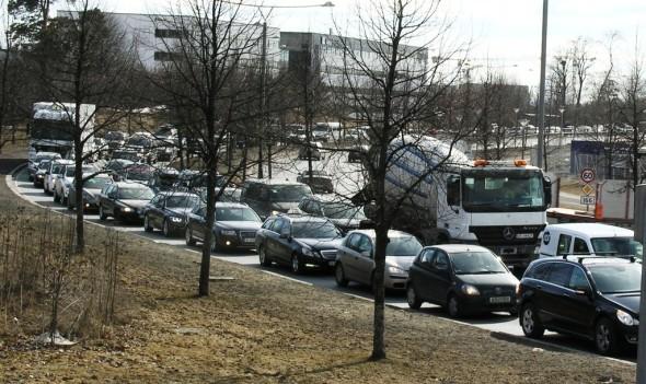 Trafikk ved Fornebuporten 10.april 2013 (4B)