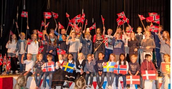 5. trinn hadde Grunnlovsjubileet som tema - og presenterte et flott program fra scenen.