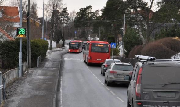 Stor trafikk og skolevei - vi ser allerede en klar reduksjon i hastighet på biler og busser, etter at vi fikk på plass fartsmåler i SnarøyveienStor trafikk og skolevei - vi merker allerede en klar reduksjon i hastighet på biler og busser, etter at vi fikk på plass fartsmåler i Snarøyveien