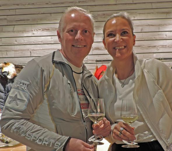 Annecke og Hans-Petter på åpningen. Siden den dagen har det nok vært mer jobbing enn bildet antyder