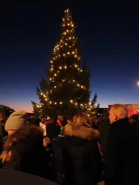 Fornebu S - Julegrantenning 28.11.2015. - Foto Paal Alme (67)