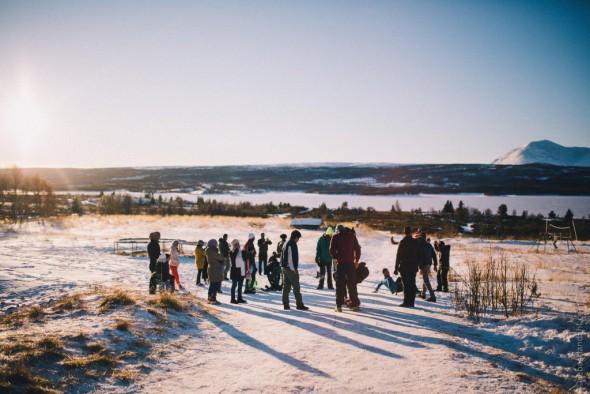 Vinteren er nå kommet til Nøsen flyktningemottak . Beboerne trenger sårt varme klær og skiutstyr
