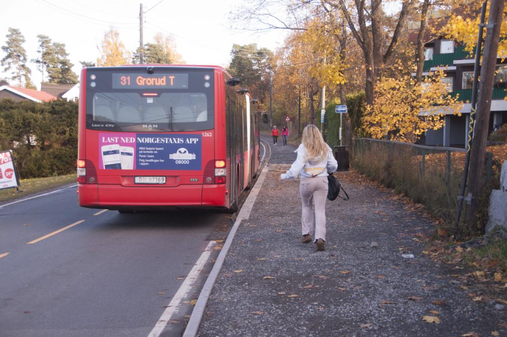 Bussholdeplassen Bruksveien 25.10.2015. (2)