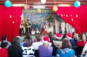Teater oppvisning skaper glede